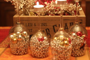 Fast and easy holiday table decor