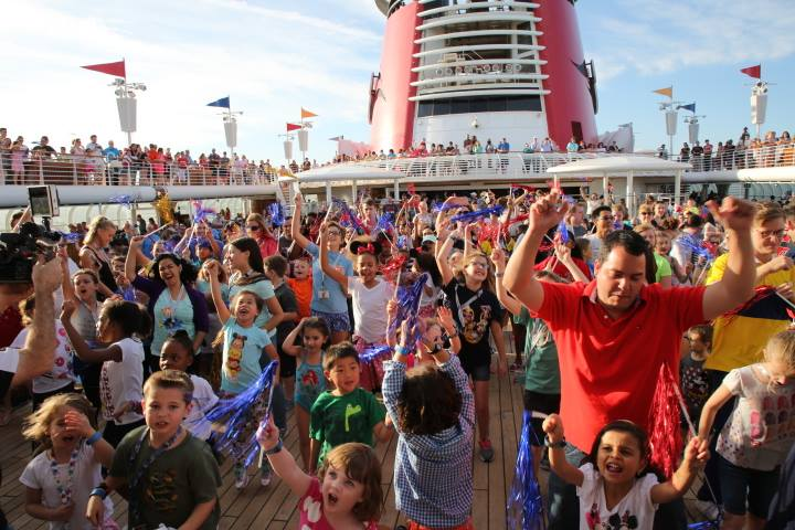 14 things that are awesome about a Disney Cruise|Ripped Jeans and Bifocals