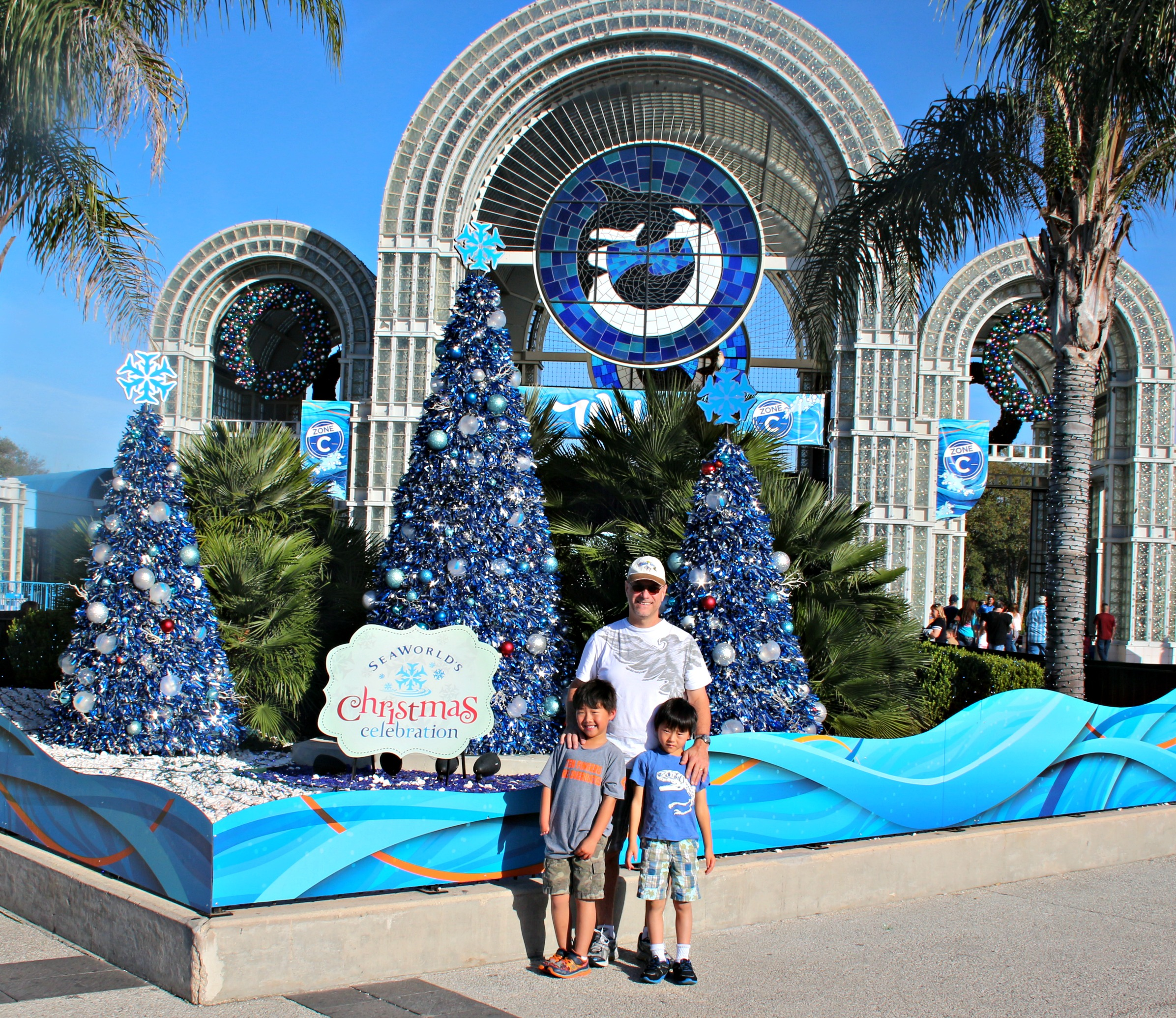 SeaWorld's Christmas Celebration|Ripped Jeans and Bifocals