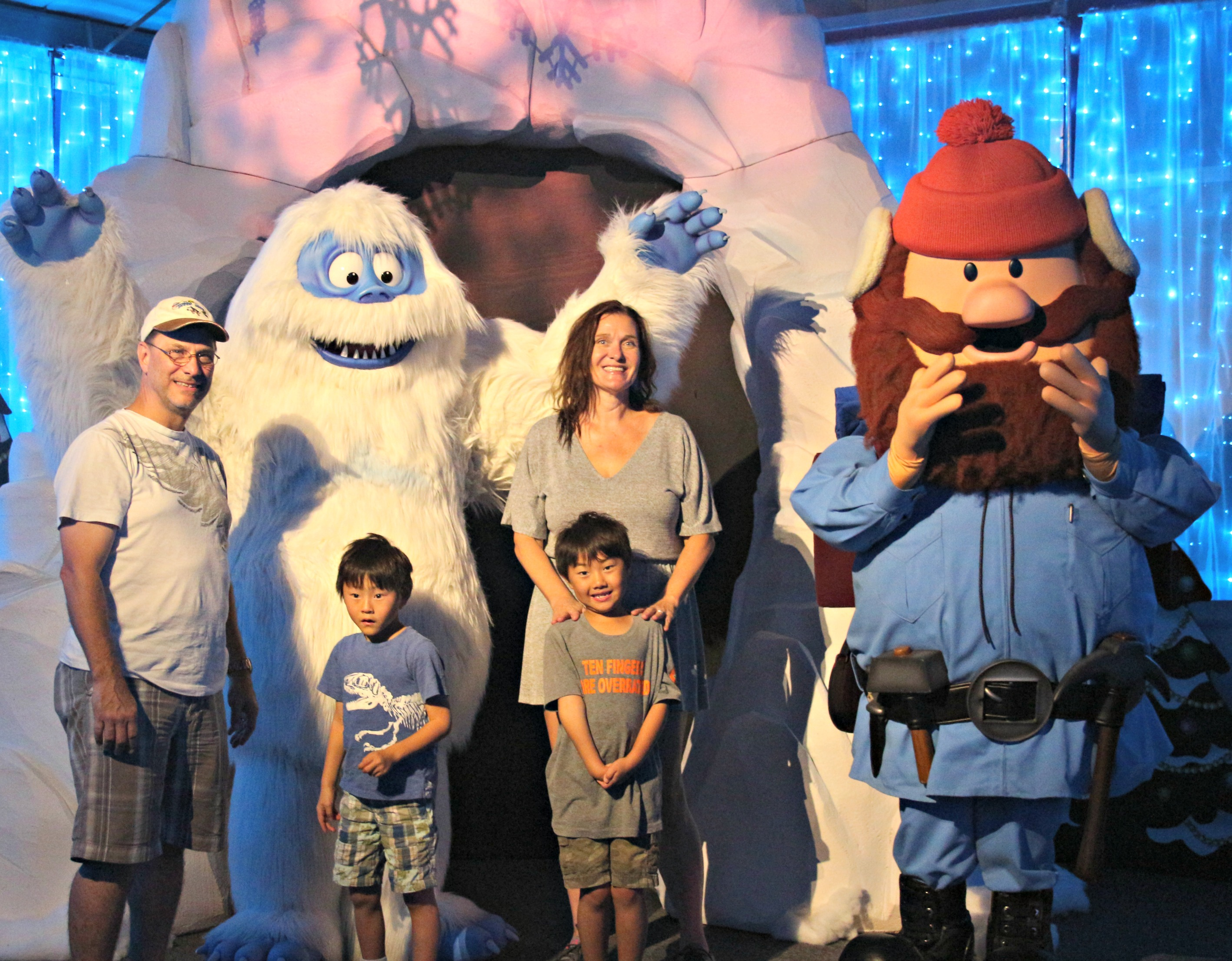 SeaWorld's Christmas Celebration Ripped Jeans and Bifocals