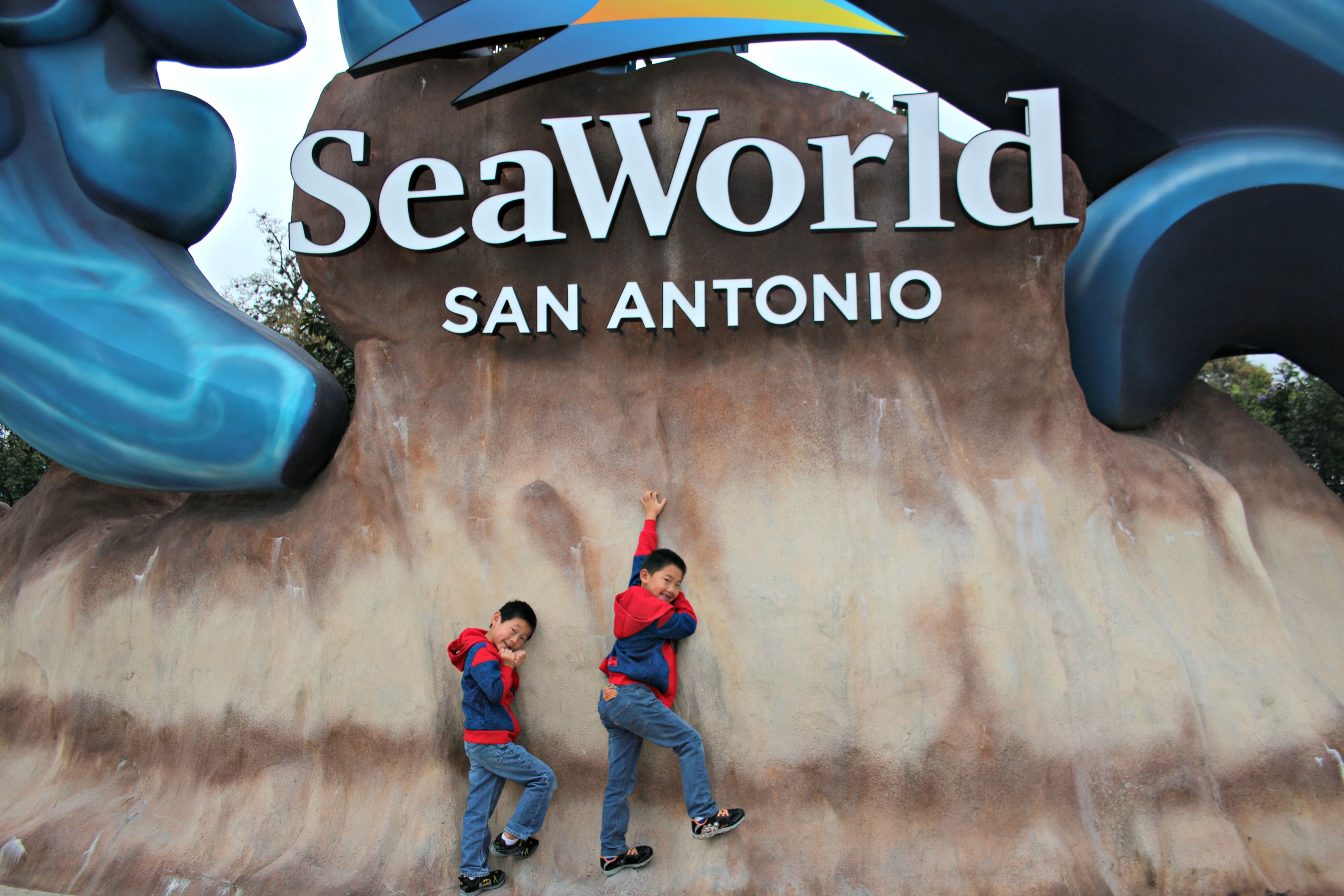 https://rippedjeansandbifocals.com/wave-breaker-resecue-coaster-seaworld-san-antonio/