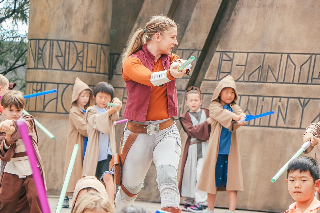 The Jedi Training Academy at Disney's Hollywood Studios: What you need to know|Jedi master and padawans with light sabers