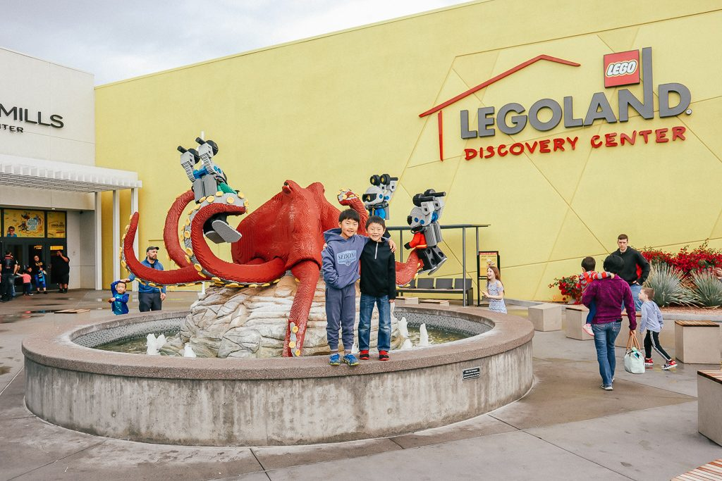 The Complete Guide to Tempe with Kids|Kids at LEGOLAND Discovery Center in Tempe AZ