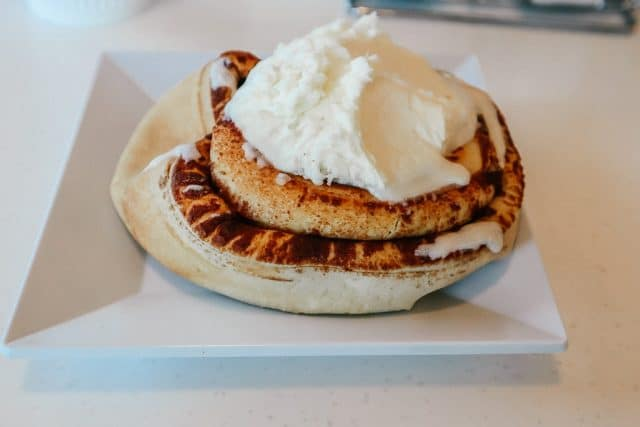Where to eat breakfast in Tempe|Cinnamon roll on white plate