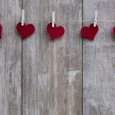 Super easy Valentine's Day Decorating with Valentine's Day Garland
