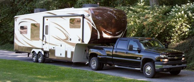 Travel trailer with tow hitch